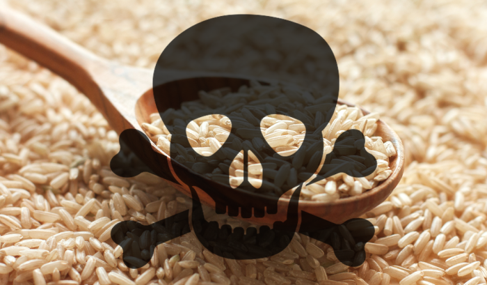 Китайские компании регулярно производят поддельный пластиковый рис