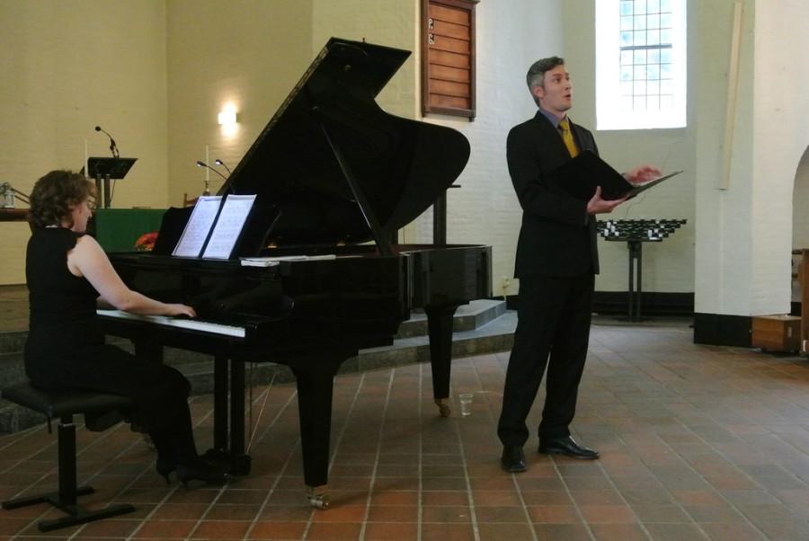 Видео: оперный певец спел Шуберта во время операции на мозге