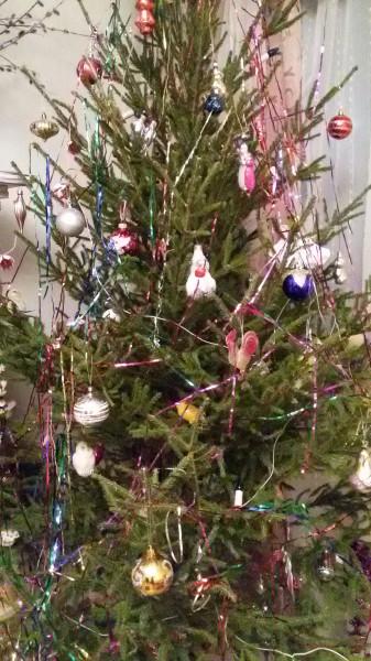 Прощание с новогодней елкой.