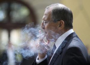 Курит что-то Лавров