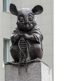 Памятник лабораторным спец-мышам!jpg