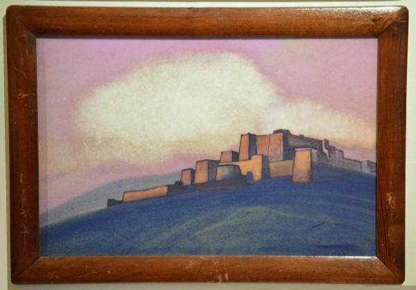 17 Тибетская крепость (1936) Картон, темпера (30,6 х 45,9)