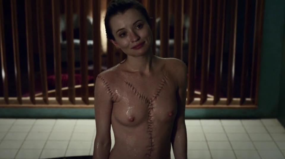 Обнаженная Эмили Браунинг Встаёт С Постели – Спящая Красавица (2011)