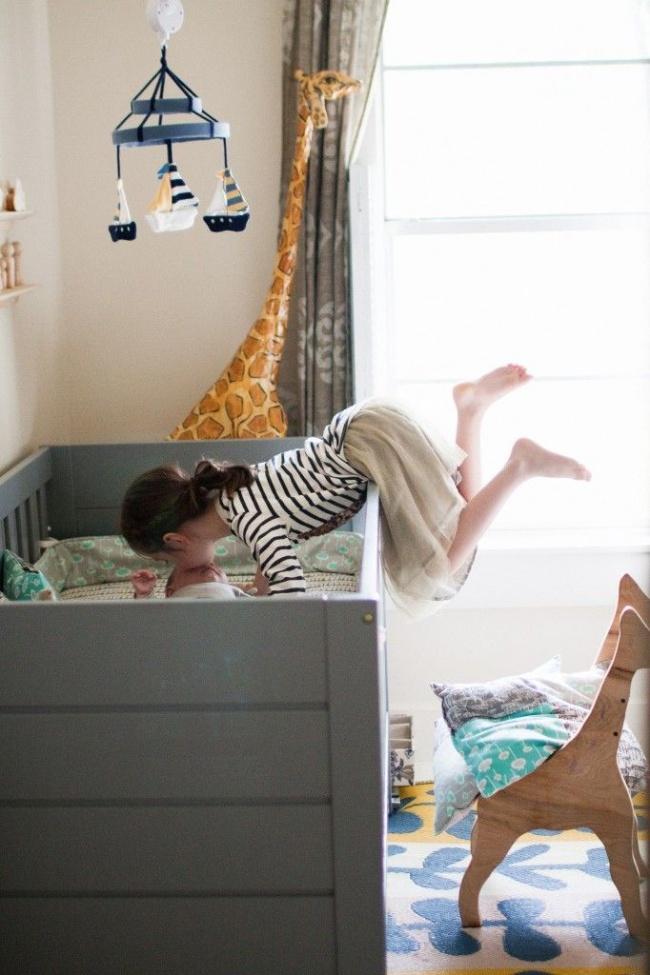 брат пришел в спальню к спящей сестре онлайн