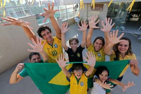 u-14-chelovek-iz-brazilskoj-semi-po-6-palcev-1.jpg