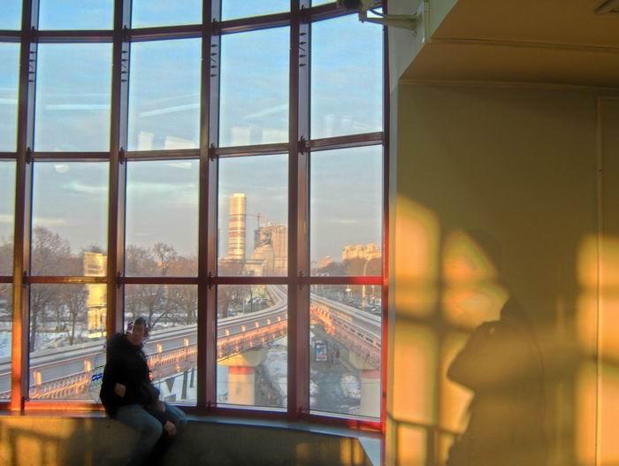 окно станции монорельса