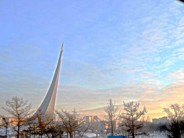 памятник космонавтам 2
