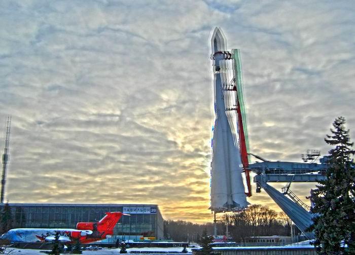 ракета и закат