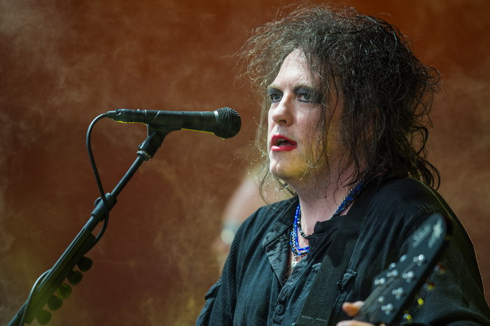 Robert_Smith_-_The_Cure_-_Roskilde_Festival_2012_-_Orange_Stage2