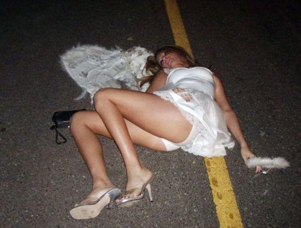 Женской фото зрелой пьяная в хлам мамочек позирует