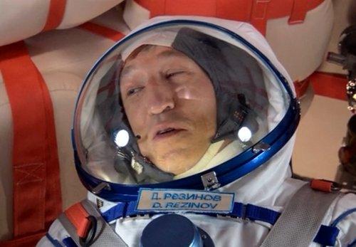 Русский космонавт Д.Резинов (D.Rezinov)