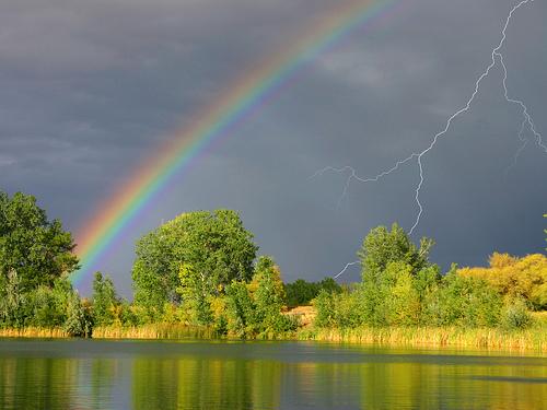 летний дождь с радугой