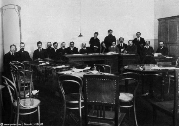 В.И. Ленин и И.В. Сталин в Смольном на заседании Совета Народных Комиссаров, 1918 год