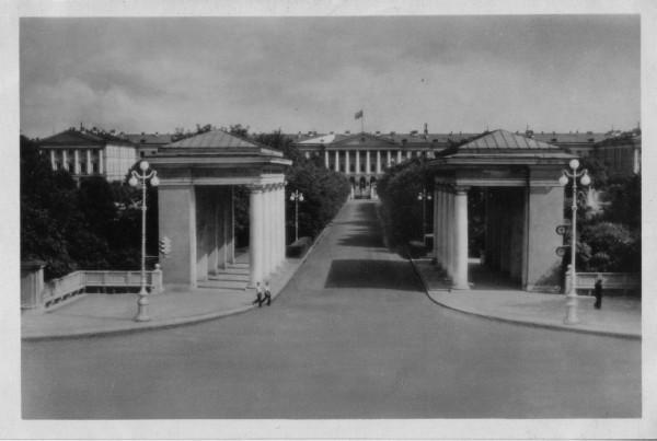 Пропилеи, Фото Р. Мазелева, открытка 1954 года