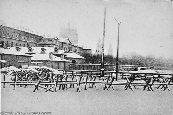 Окопы и проволочные заграждения у Смольного, 1919 год