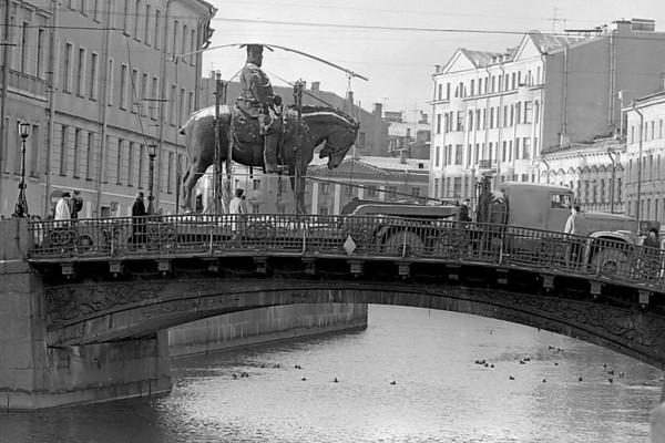 Перевозка памятника Александру III, 1994 год