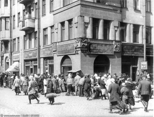 Рынок на углу Греческого проспекта и улицы Некрасова, 1924 год