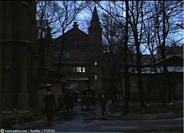НИИ фтизиопульмонологии, кадр из фильма Приключения Шерлока Холмса и доктора Ватсона. Охота на тигра, 1979 год