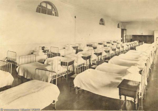 Смольный институт. Дортуар, 1914 год