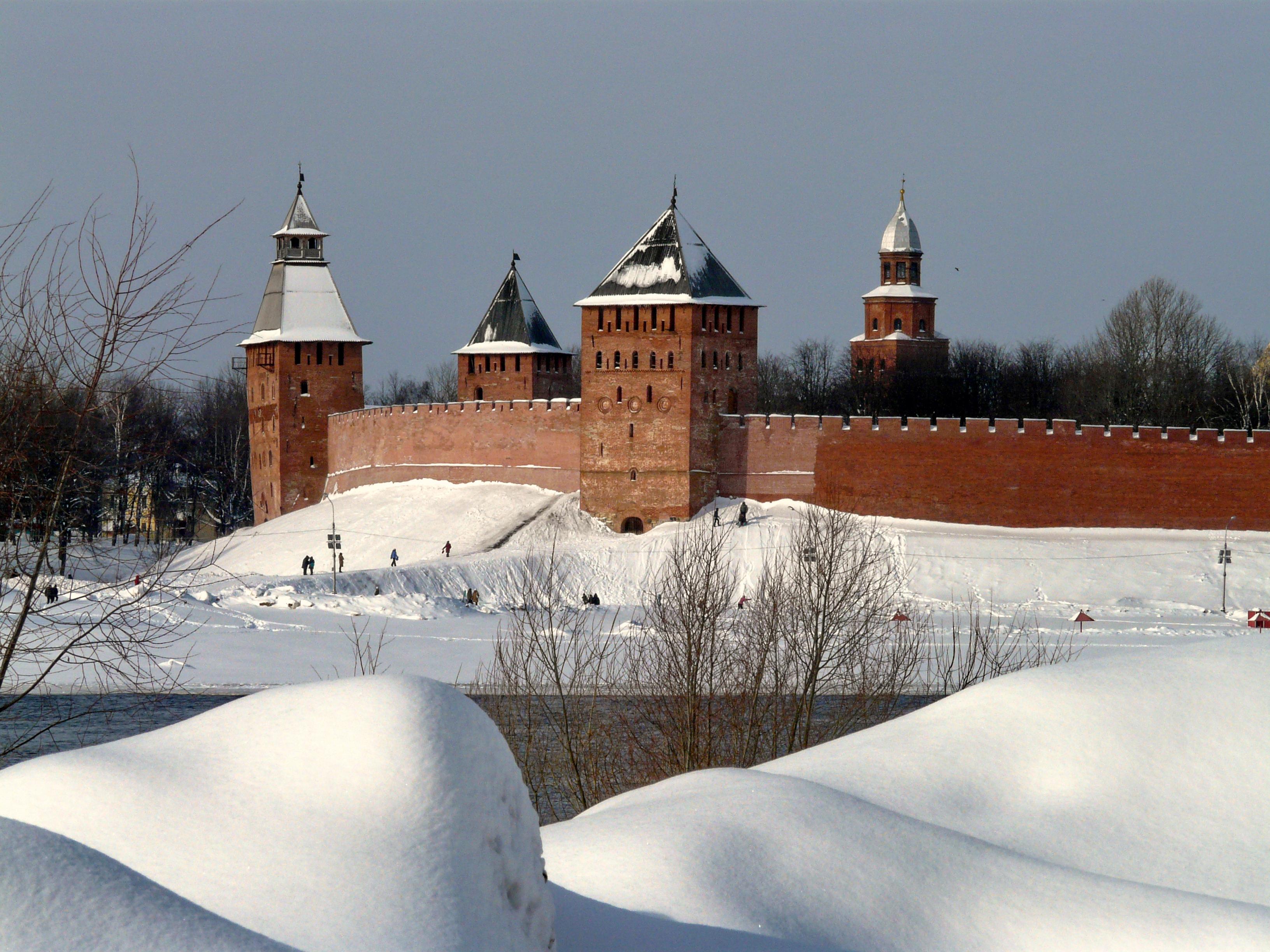 Новгородский кремль (Детинец) XIII -XIV вв. Автор фото Б. Рощупкин.