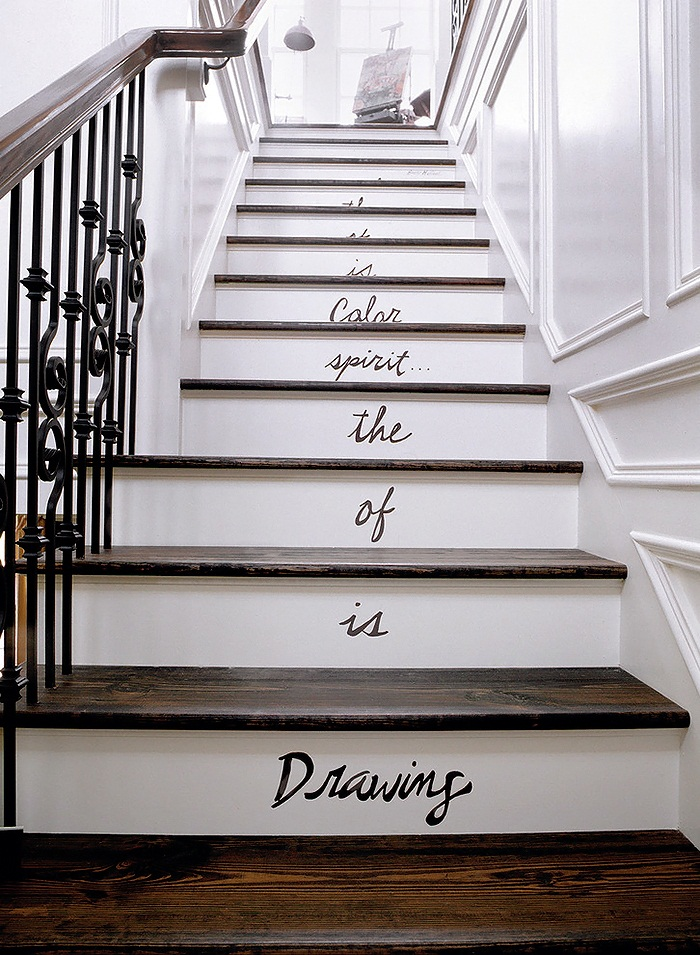 Margaret-Donaldson-Interiors-Southern-Living-eclectic-staircase-1