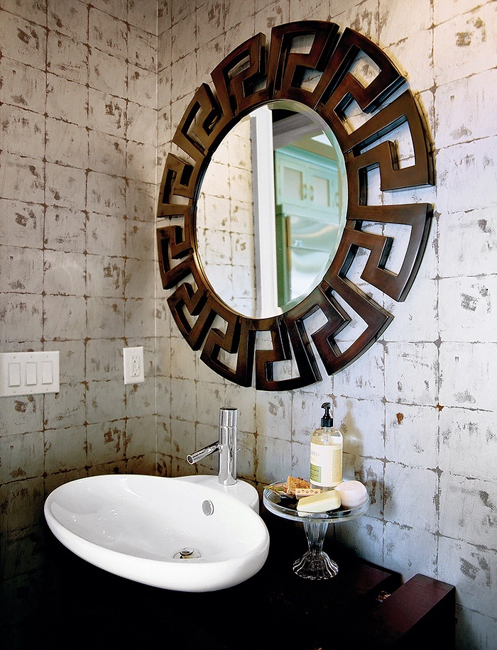 Margaret-Donaldson-Interiors-Southern-Living-eclectic-bathroom-7