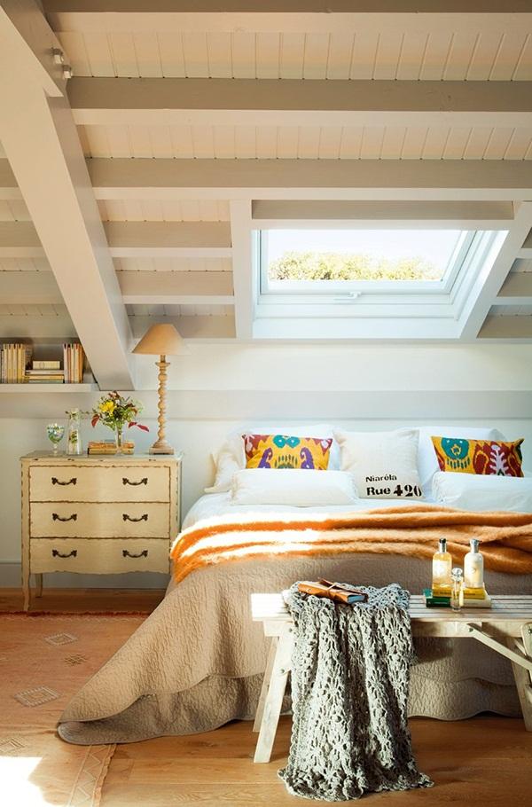 El-Mueble-Vivir-en-una-buhardilla-dormitorio_principal_con_ventana_en_el_techo_9