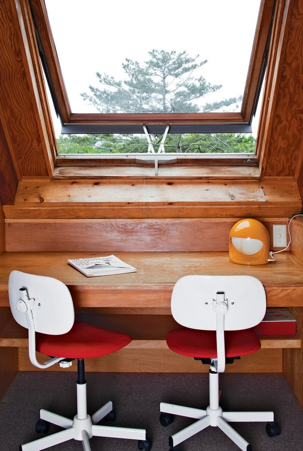 Dwell Jens Risom's Block Island Family Retreat risom-residence-desk-by-window