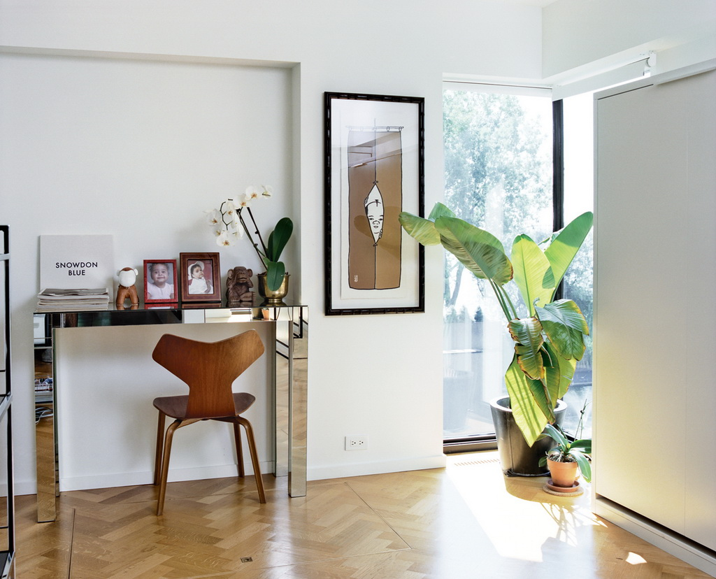Dwell A Renovated Flat in Moshe Safdie's Habitat '67 peart-weisgerber-office