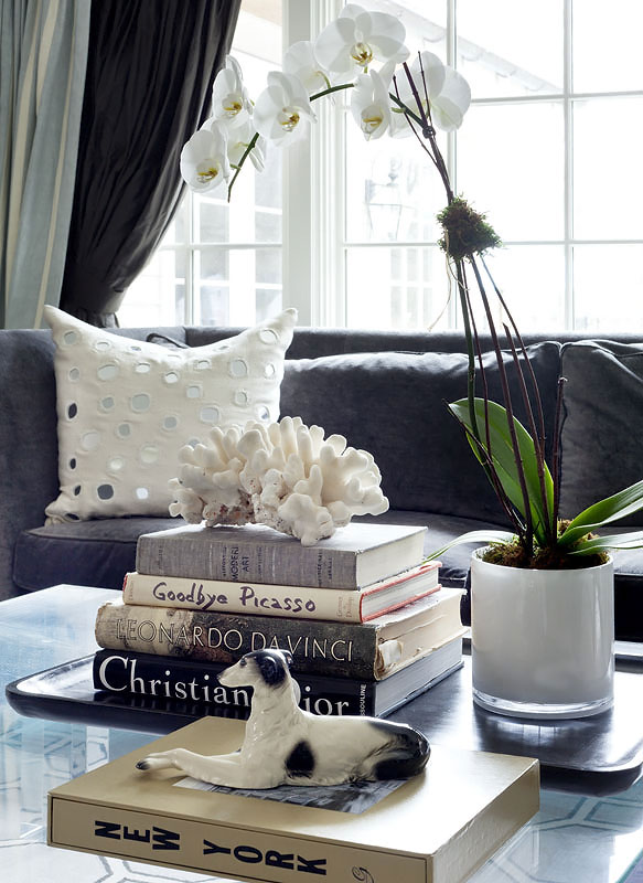 12-darien-living-room-closeup-pic