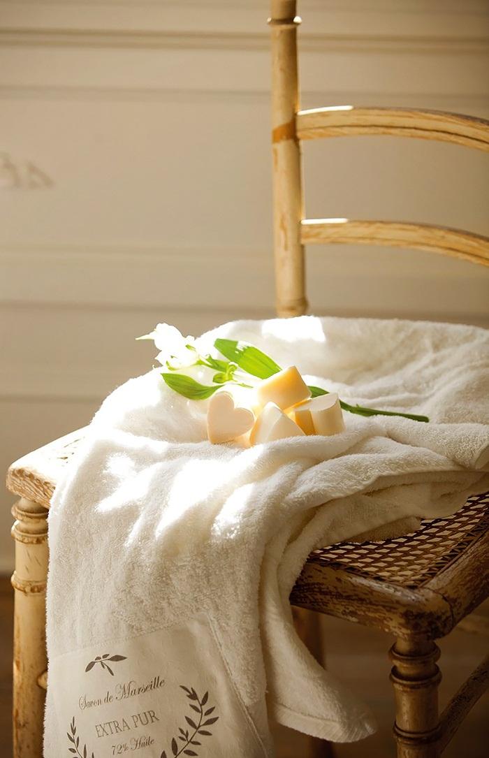 El-Mueble-Un-precioso-dormitorio-de-estilo-gustaviano-8