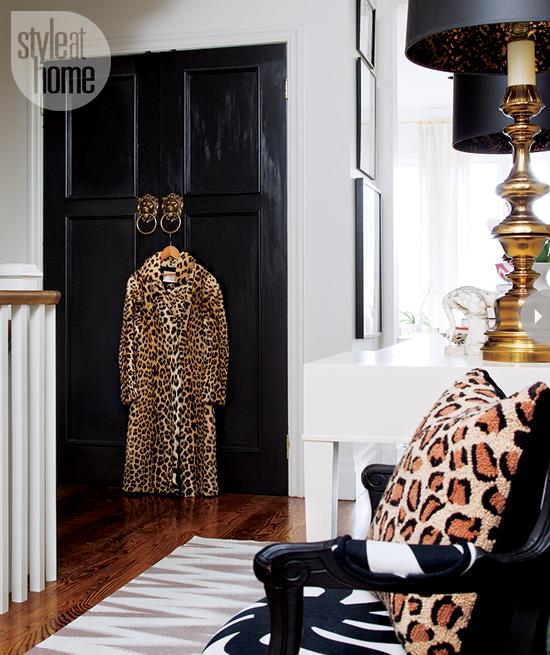 Style At Home Interior Feminine glam home feminineglam-foyer