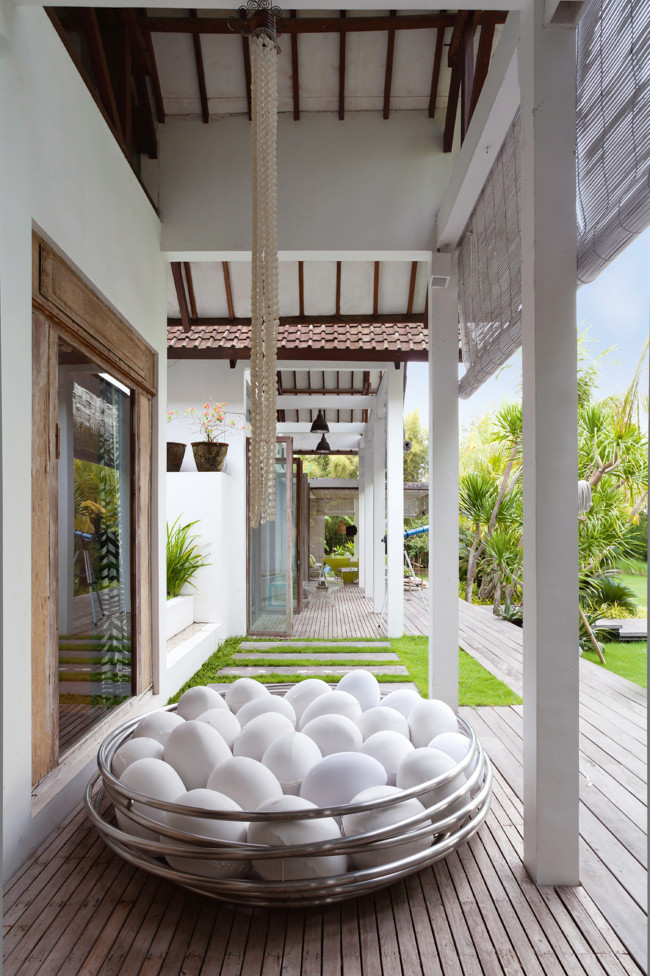 Homelife Tropical home in Bali Don't Break My Eggs sofa