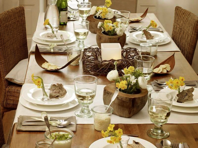 Eggs and a table s t a r d u s t decor style for Bougies decoration table