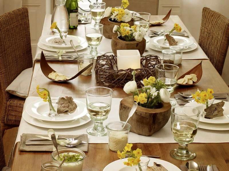 Wohnidee Fruhlingstafel mit Naturfundstucken 1