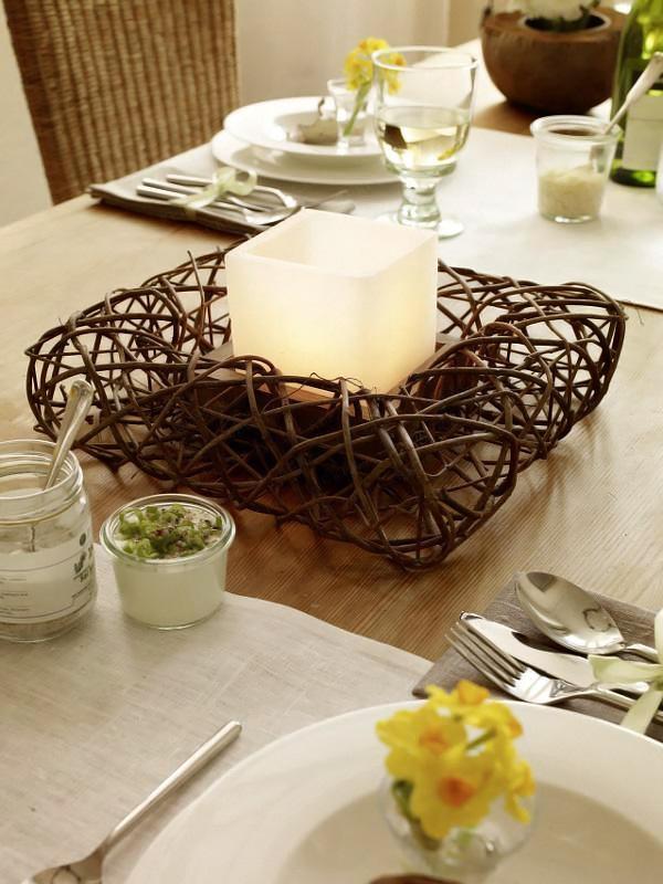 Wohnidee Fruhlingstafel mit Naturfundstucken 2