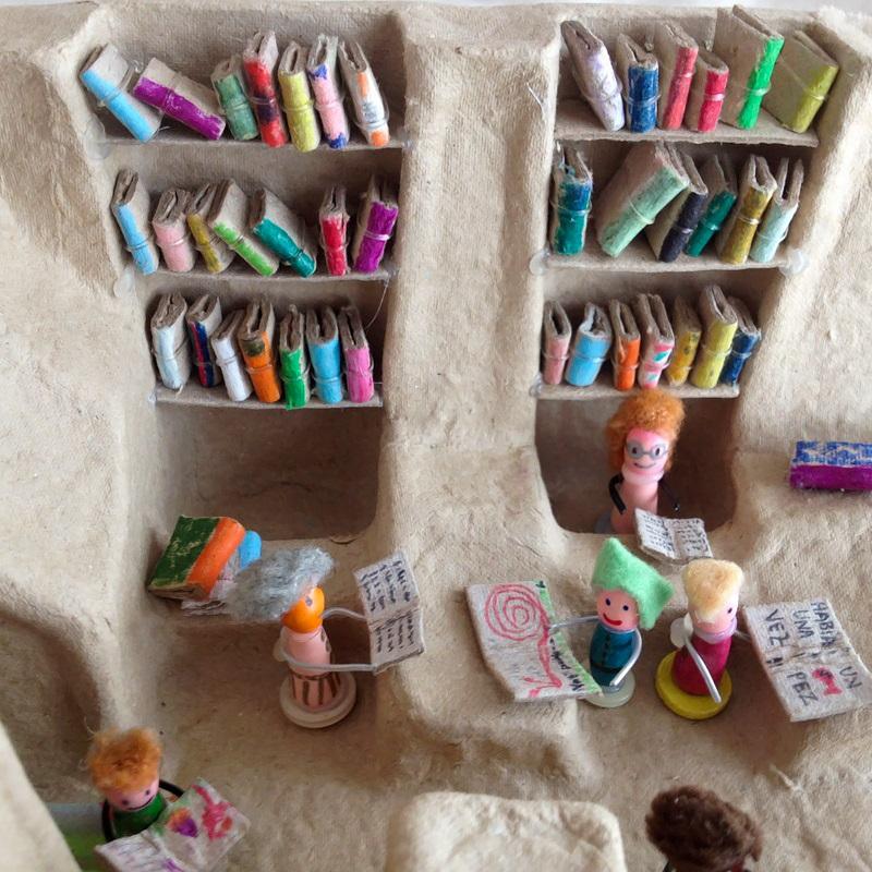 Kireei cosas bellas Mini biblioteca reciclada 1