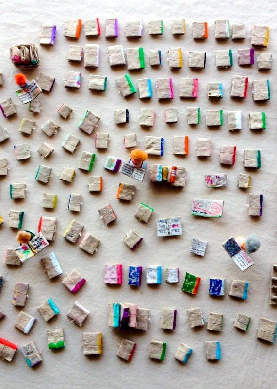 Kireei cosas bellas Mini biblioteca reciclada 2