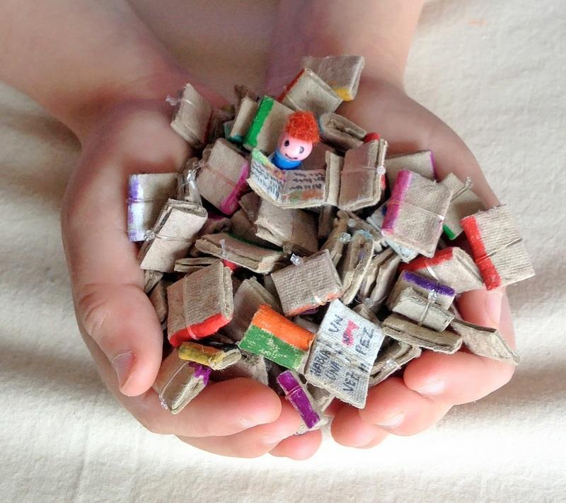 Kireei cosas bellas Mini biblioteca reciclada 3