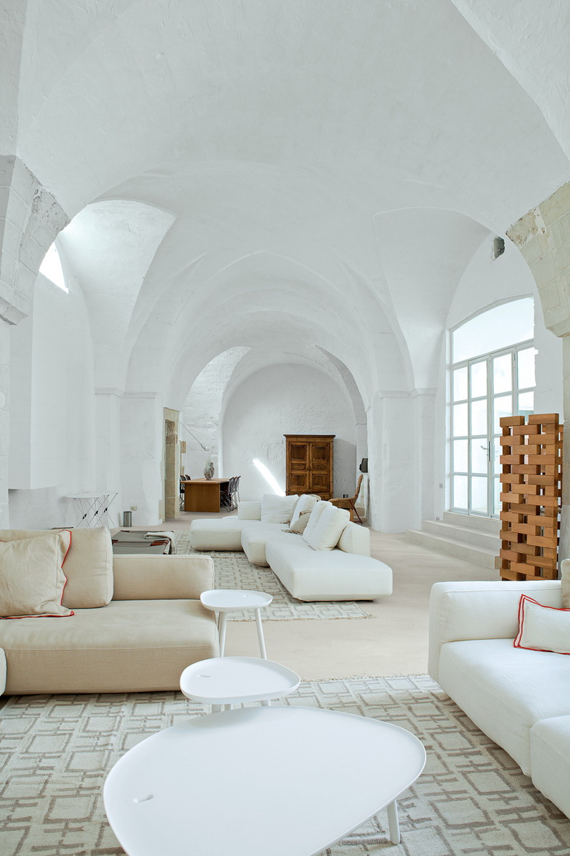 Dwell Modern Meets Ancient in a Renovated Italian Vacation Home 2