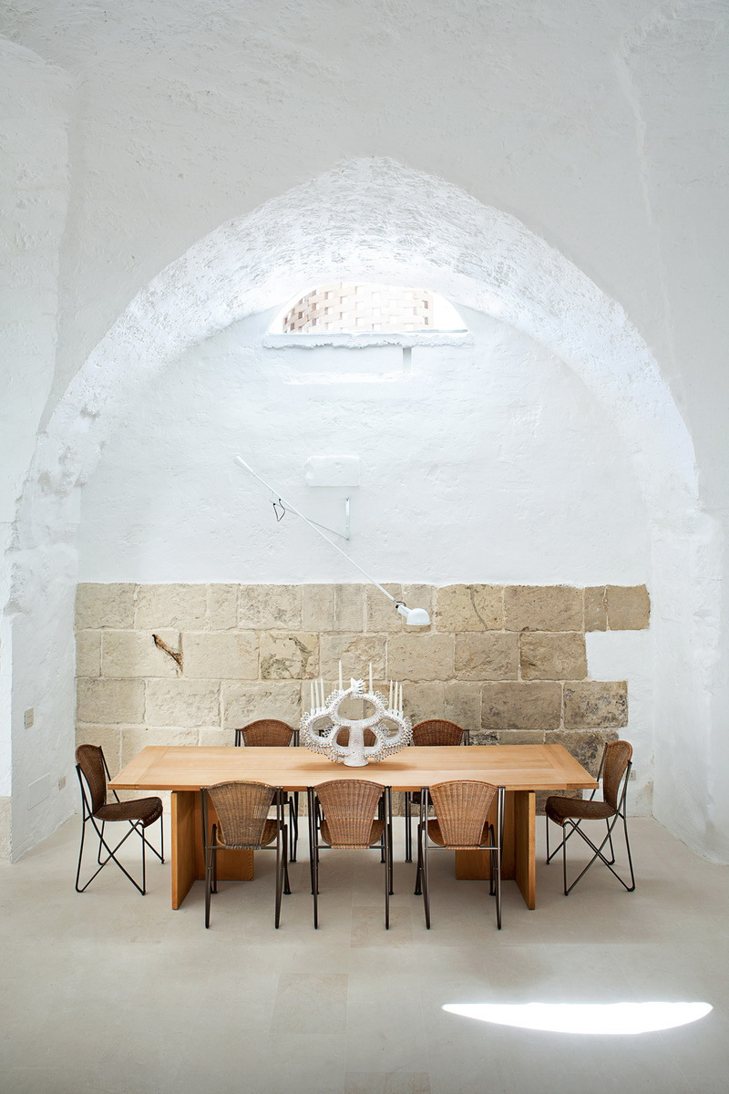 Dwell Modern Meets Ancient in a Renovated Italian Vacation Home 4
