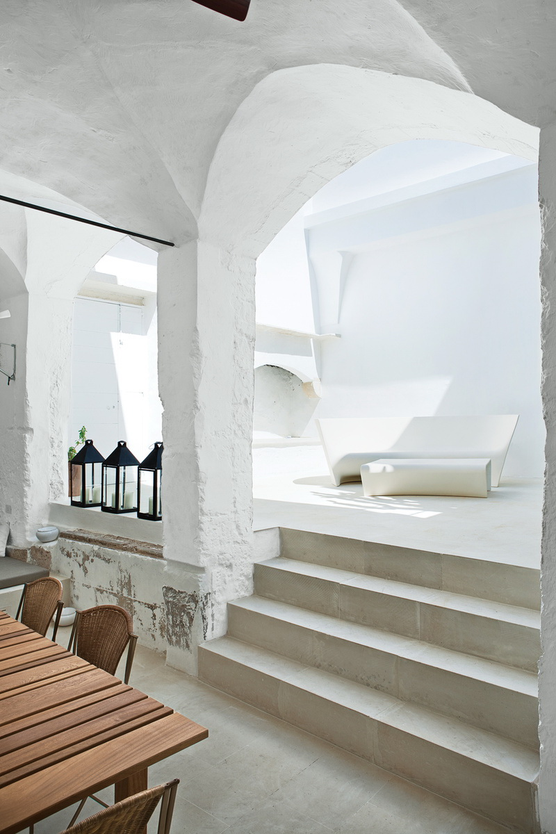 Dwell Modern Meets Ancient in a Renovated Italian Vacation Home 6