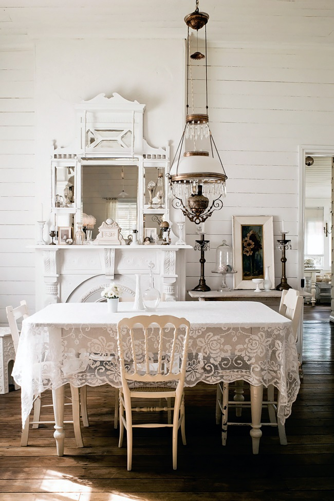 Homelife-White-country-cottage-1