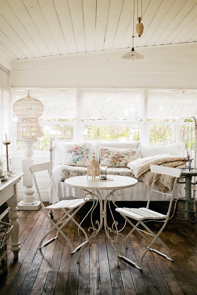 Homelife-White-country-cottage-3