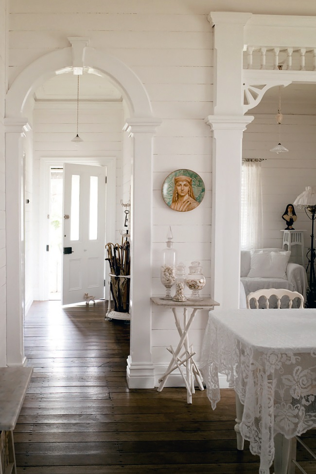 Homelife-White-country-cottage-8