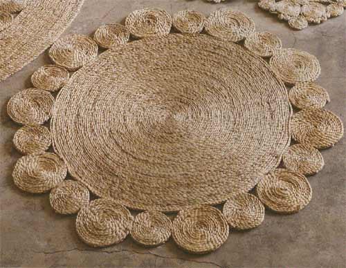 Коврики делают из сизалевой или джутовой веревки , толщиной.