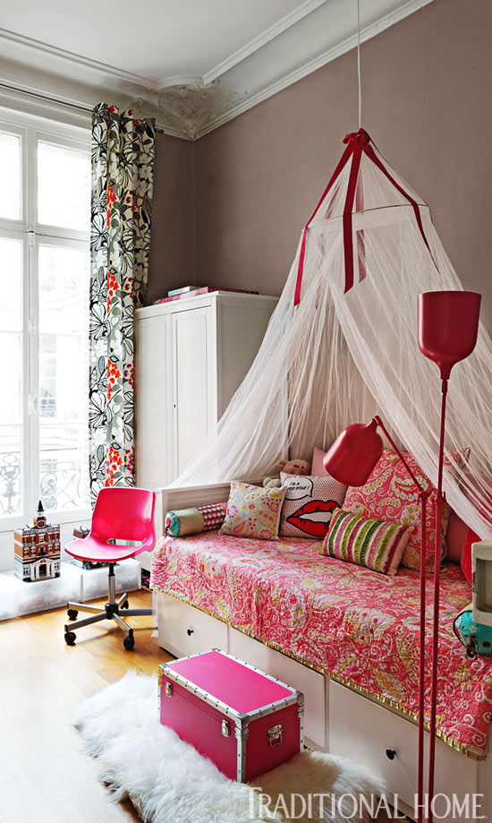 Traditional Home Colorful and Romantic 14