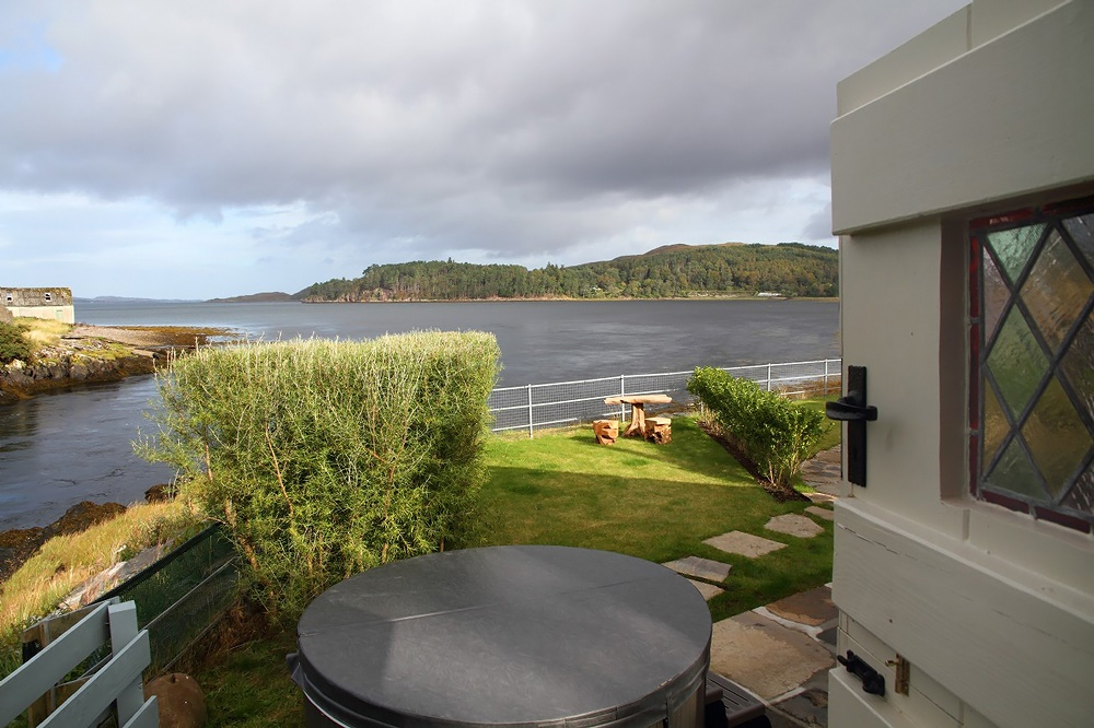 Stardust-Scotland,-luxury-self-catering-Boathouse-2