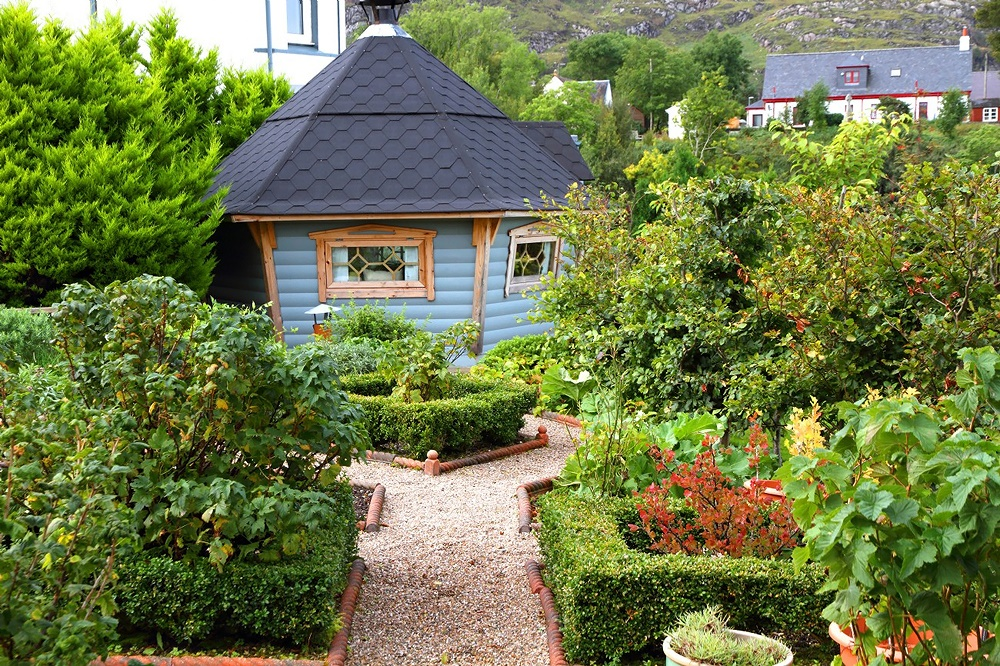 Stardust-Scotland,-luxury-self-catering-Boathouse-3