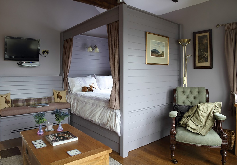 Stardust-Scotland,-luxury-self-catering-Boathouse-6